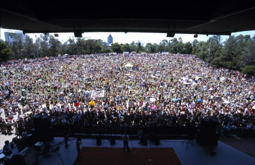 gathering-at-the-end-of-the-anti-war-protest-botanic-gardens-brisbane-2003